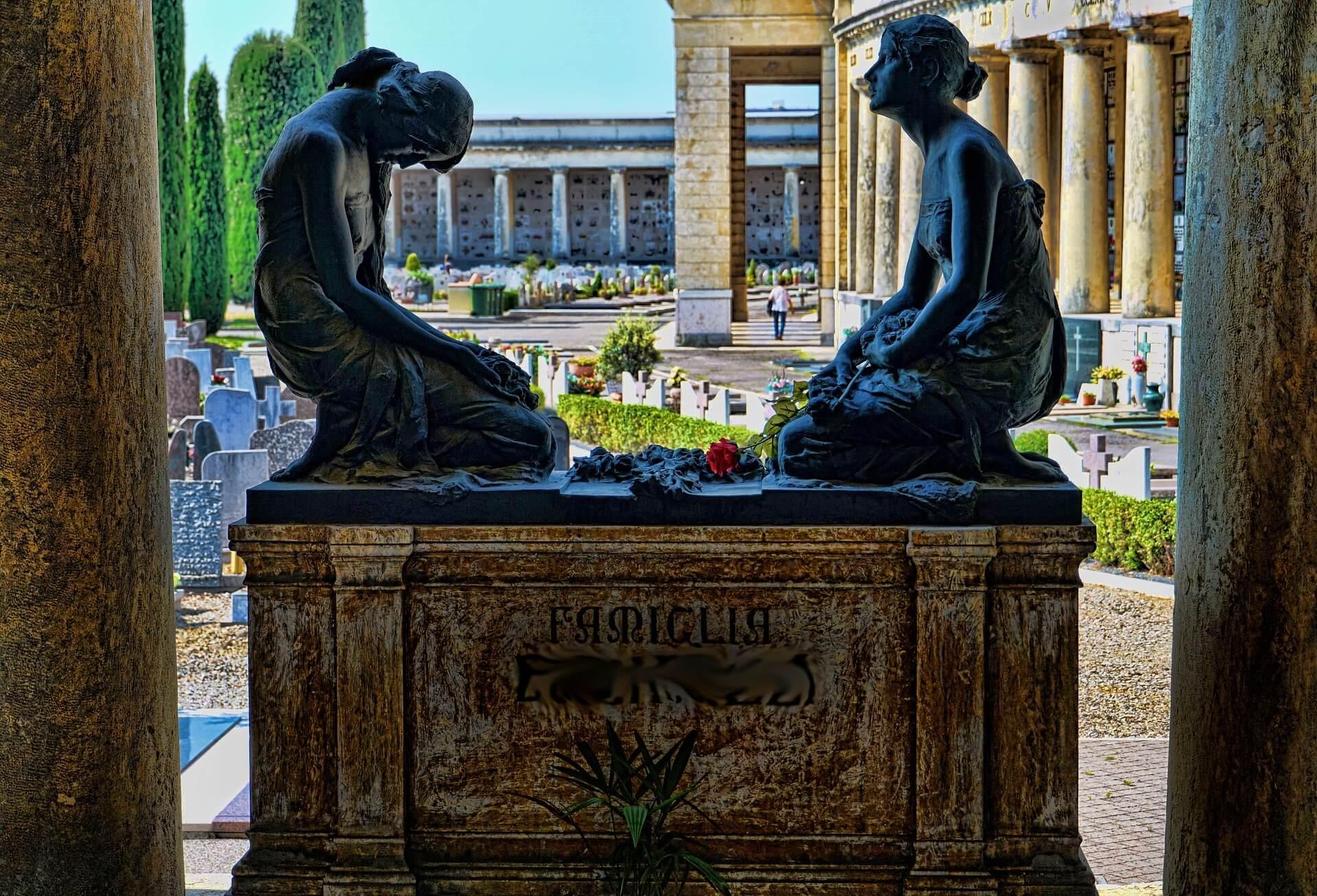 La pierre tombale principal monument fun raire dans nos for Dans nos coeurs 35